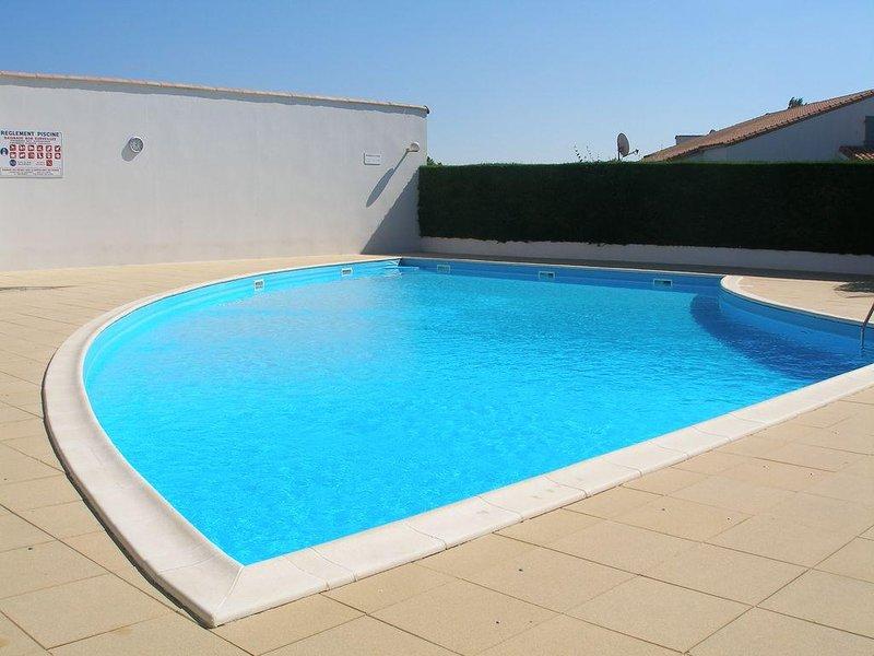 Maison dans résidence avec piscine, proche de la mer, holiday rental in Jard-sur-Mer