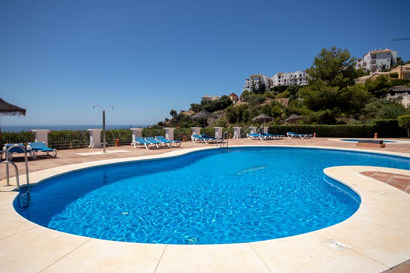 1558 - 2 bed garden apt, Los Olivos, Los Arqueros, holiday rental in Benahavis
