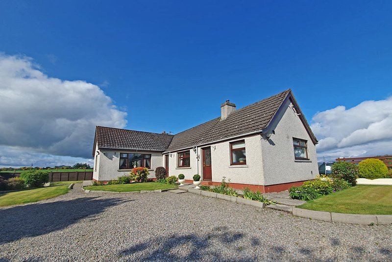 Black Rock Cottage, holiday rental in Tore