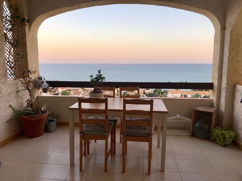 MACLO: nice terrace to Mediterranean. 2 bedrooms. WIFI, holiday rental in Santa Pola