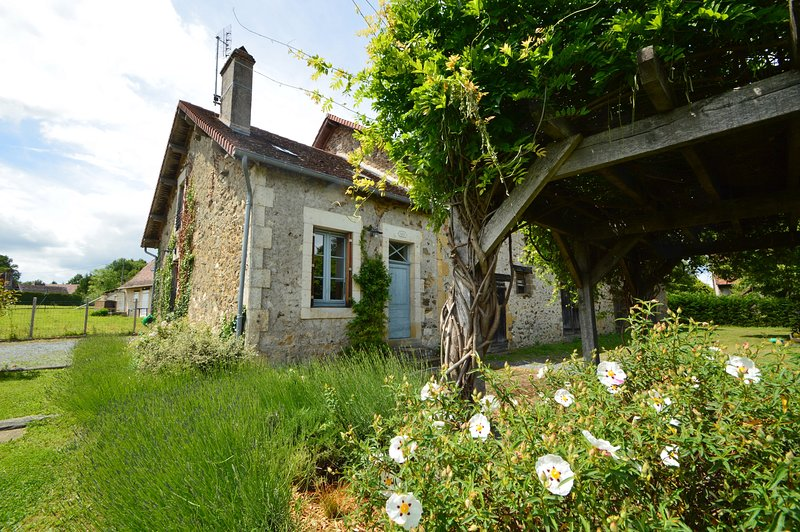 La Maison Bleu ( La Garanne), vacation rental in Segur-le-Chateau