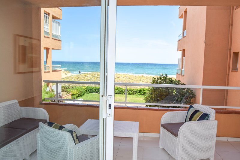 Frontline apartment with community garden and pools.Parking place ., holiday rental in Pals