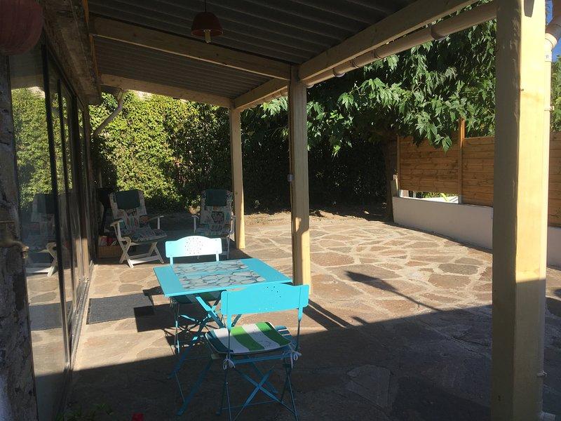 Studio 2* tout confort,terrasse, parking, piscine, wifi, la nature et le calme, holiday rental in Vieussan