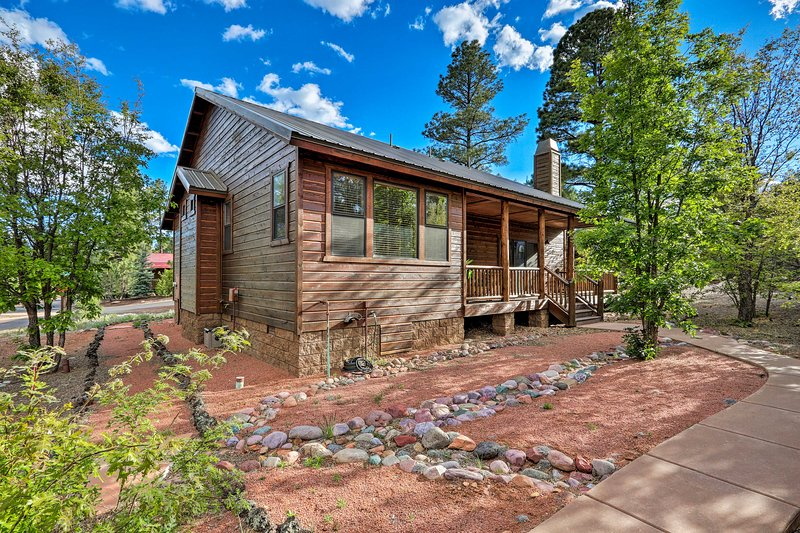 This Show Low, Arizona home has everything you need for a perfect getaway!