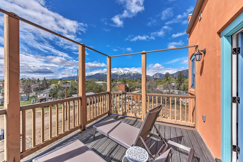 Buena Vista Home w/Mtn Views, Walk to Main St, holiday rental in Johnson Village