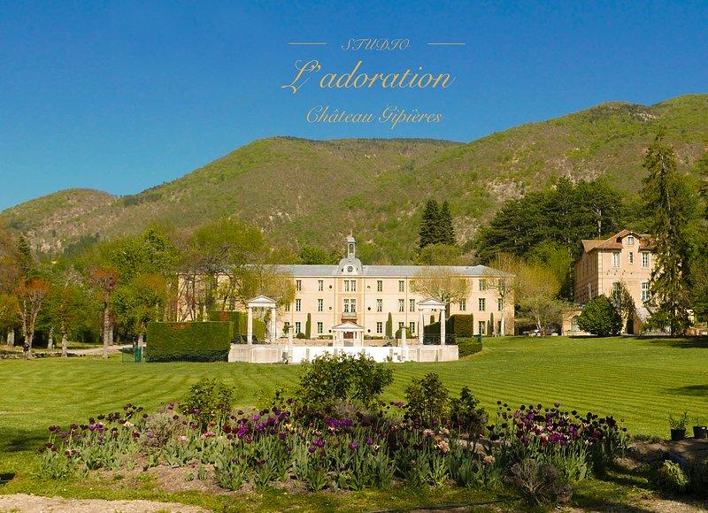 Studio l'Adoration'with a view' in een bijzonder kasteel in hartje Provence, vacation rental in Sault