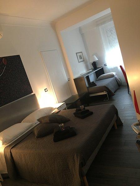 Camera tripla in struttura con altre stanze
