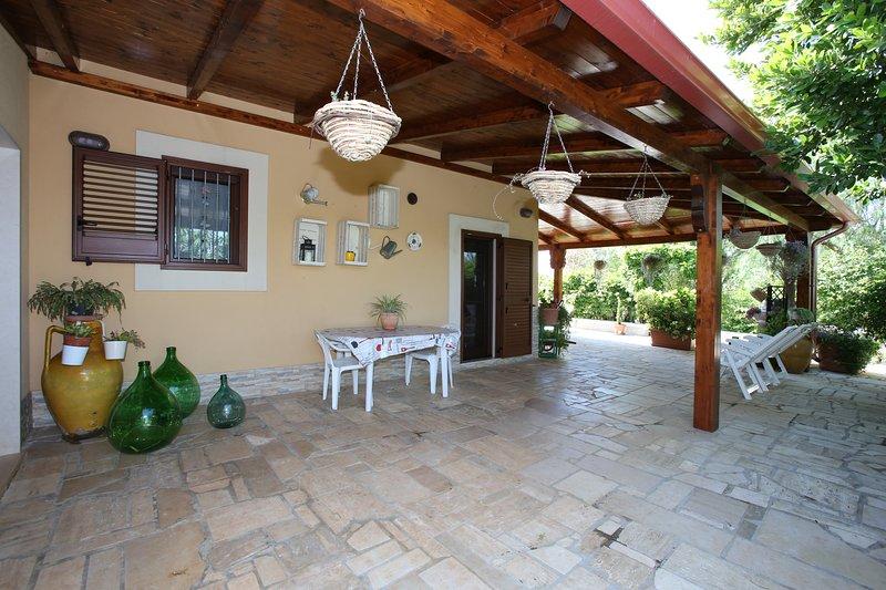 I ROSETI DI CAMPI - climatizzata- wi-fi e parcheggio gratis gratis -, holiday rental in San Vito dei Normanni