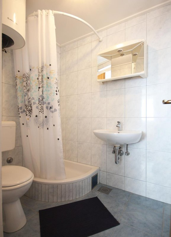 A4 plavi(2+1): bathroom with toilet