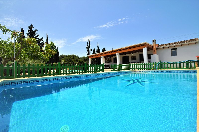 CAN AMER -Cozy cottage with private pool in Sa Coma. Parking. Barbecue. Air cond, vacation rental in Costa De Los Pinos