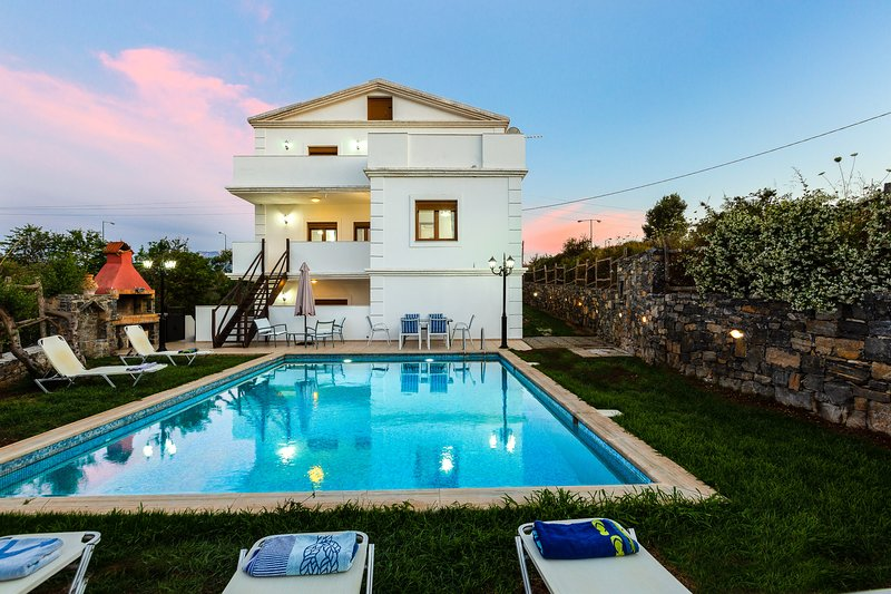 Villa Eleutheria, Beach, Pool & jacuzzi!, vacation rental in Panormos