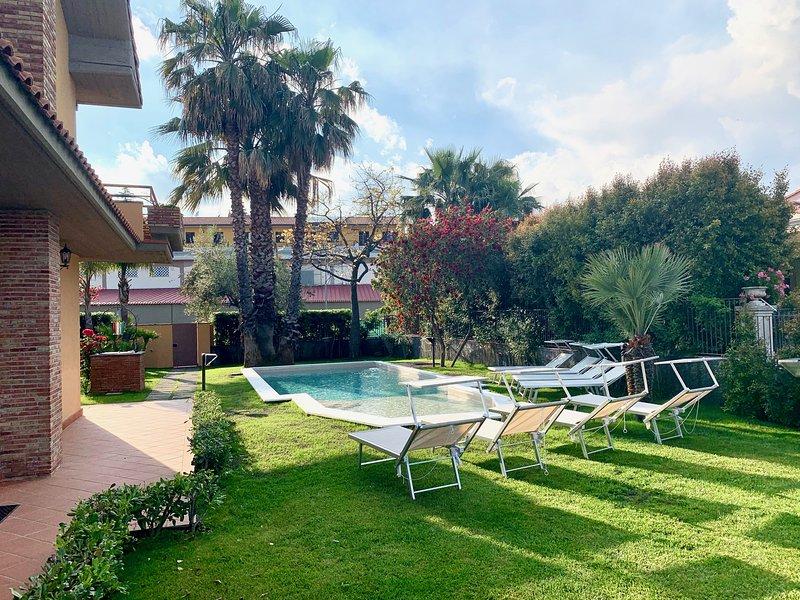 Amazing villa with swimming-pool, holiday rental in Trecastagni