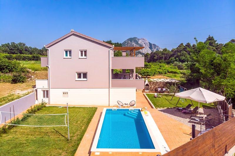 VILLA JELENA- pool with Massage, sauna, 4 bedrooms, holiday rental in Naklice