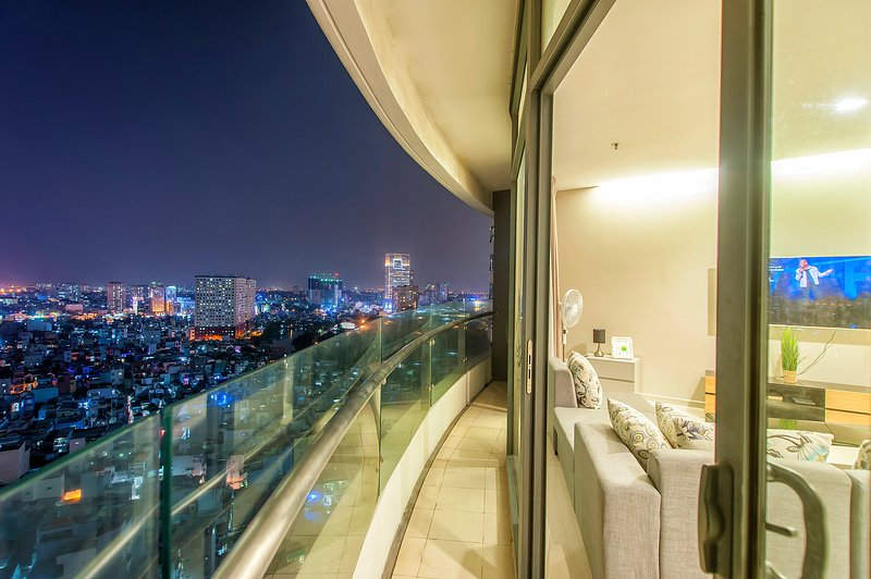 Saigon City View Apartment near District 1 Spacious 2 Bedroom, 2 Swimming Pools, Ferienwohnung in Ho-Chi-Minh-Stadt
