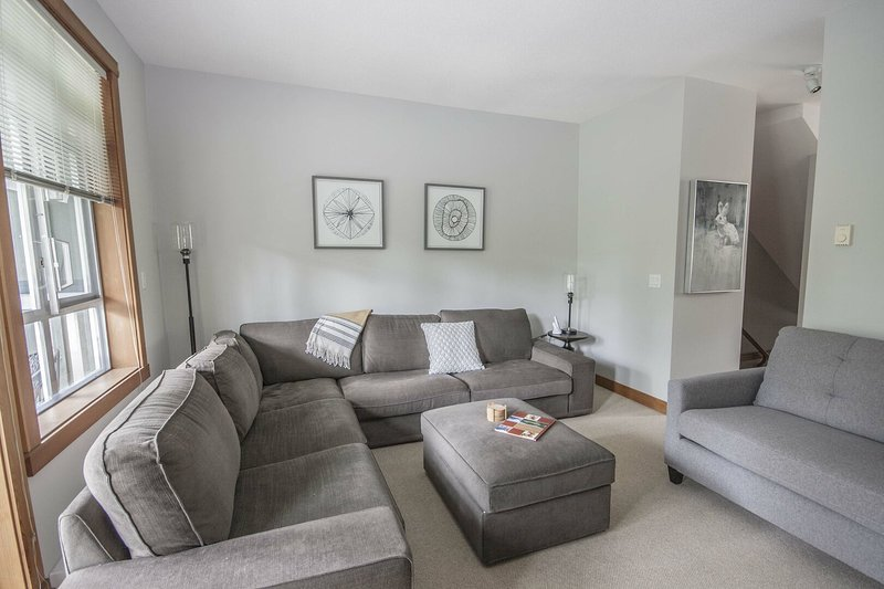 Spacious and bright living room w/ ample seating
