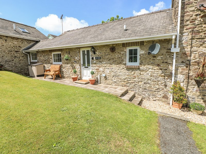 4 HONEBOROUGH FARM COTTAGES, converted dairy, Neyland, casa vacanza a Houghton