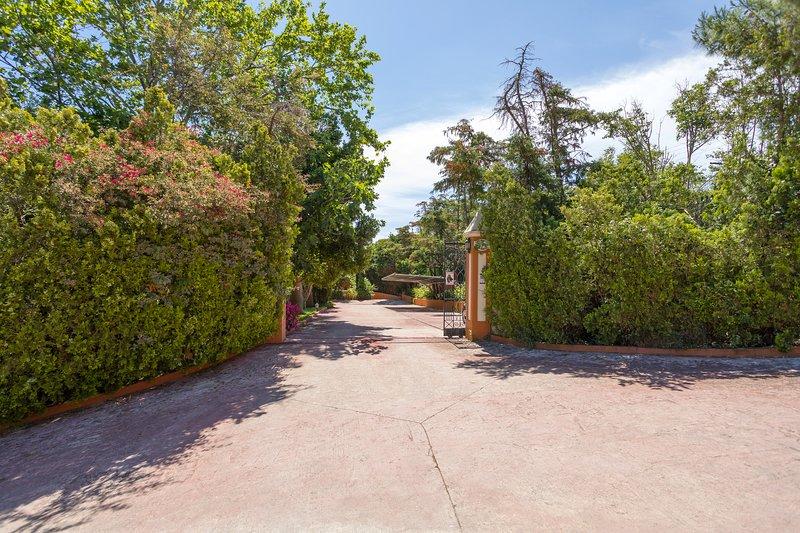 Entrada principal de la villa