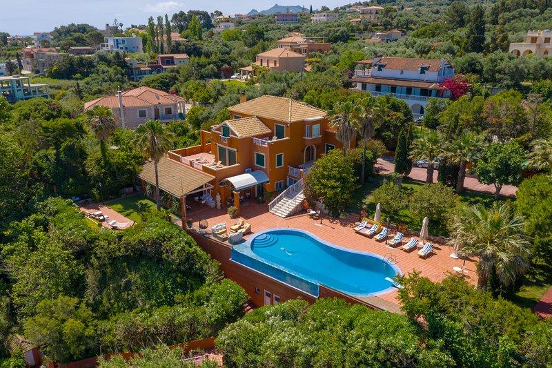 Tesoro Mio Sea side villa with semi private beach, vacation rental in Ano Vasilikos