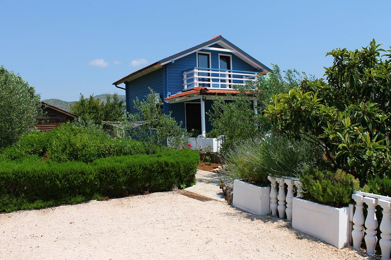 Cosy house for maximum relaxation, holiday rental in Gustirna