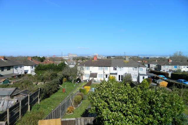Modernised and spacious family home., holiday rental in Cribbs Causeway