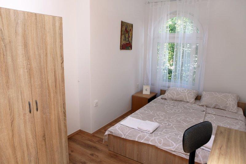 Guesthouse Double Room OKI3, aluguéis de temporada em Nova Vas