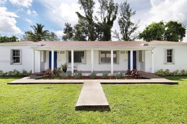 Welcome Home - Biscayne Park Cottage