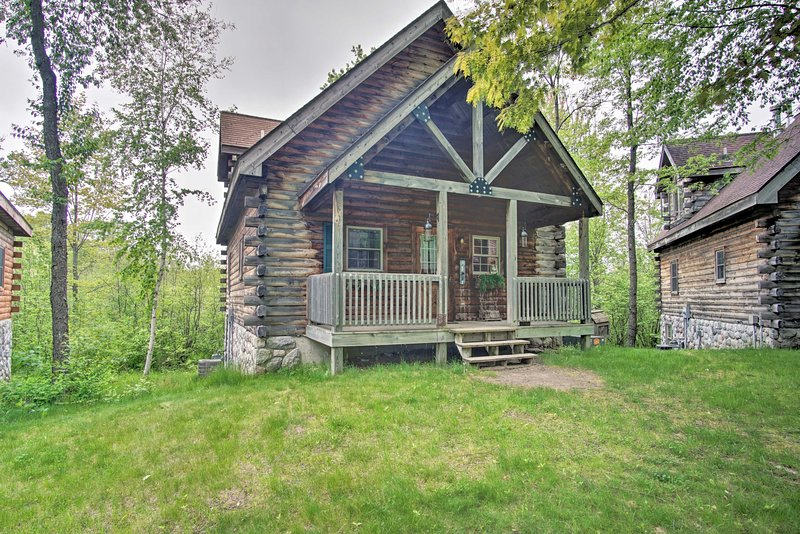 Rustic resort retreats of a lifetime await at this 3-BR, 2-bath Rothburg cabin!