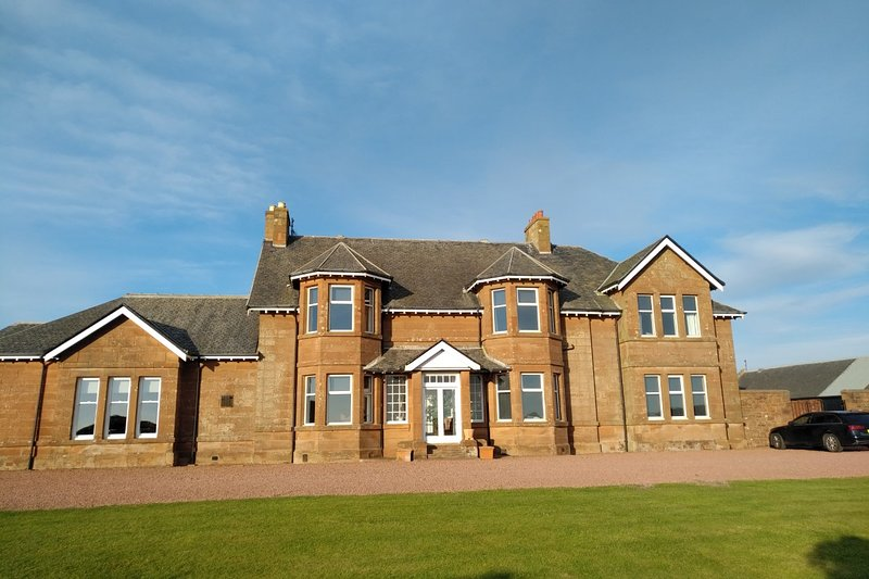 Self catering 2 bed, sleeps 4 (or family group of 10) next to Royal Troon Golf Course