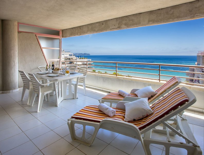 NUEVO MEXICO 9C - Beachfront apartment with pool and sea views in Calpe, vakantiewoning in Calpe
