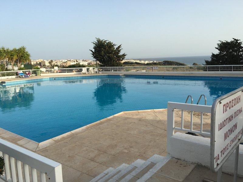Apt close to king evelthon, holiday rental in Khlorakas