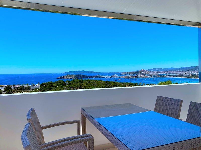 IBIZA VISTA Ferienhaus in absoluter Traumlage, holiday rental in Cala Llonga