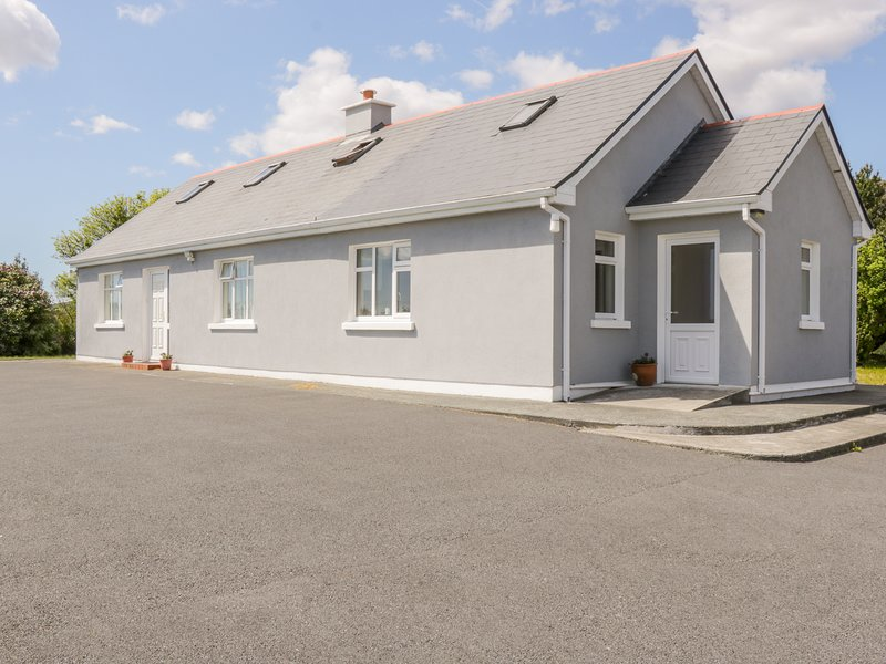 Lake View Cottage, near Kilkieran, vacation rental in Carna
