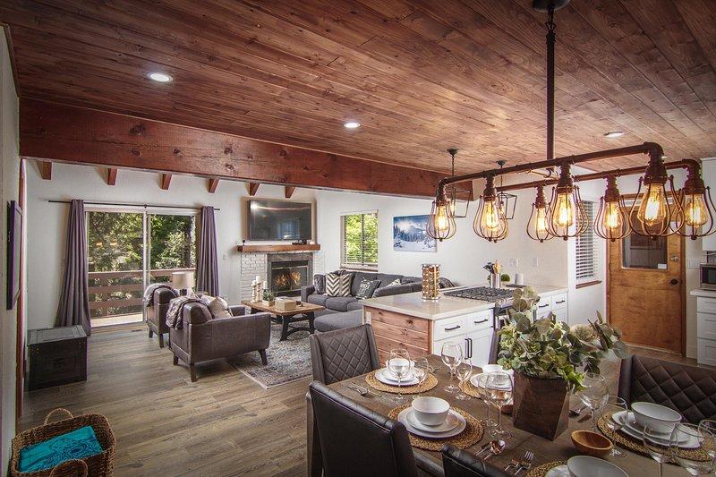 Golden Lodge | Luxury 6BD/3BA, Game Rm, A/C, Beach Pass, Village