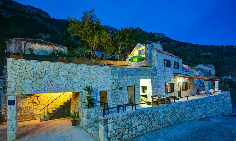 Mihanici Villa Sleeps 4 with Pool Air Con and WiFi - 5604912, vacation rental in Ljuta