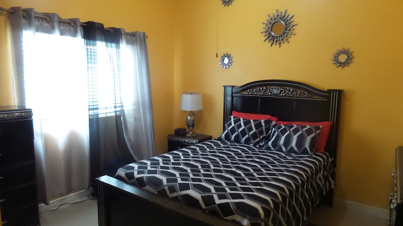 Morgan's Retreat 2 BR House Gated Community near KGN and Portmore, alquiler vacacional en Jamaica