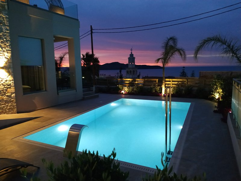 New Lux Villa★200m to beach/restaurant★Prive Heated Pool★Playground★Lift★SeaView, holiday rental in Stalos