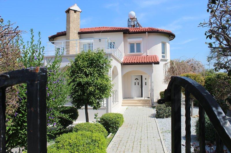 villa chatoz, vacation rental in Catalkoy