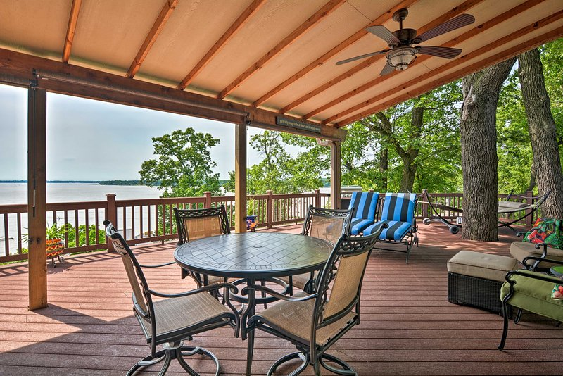 Home on Grand Lake w/ Grill + Panoramic View!, aluguéis de temporada em Spavinaw