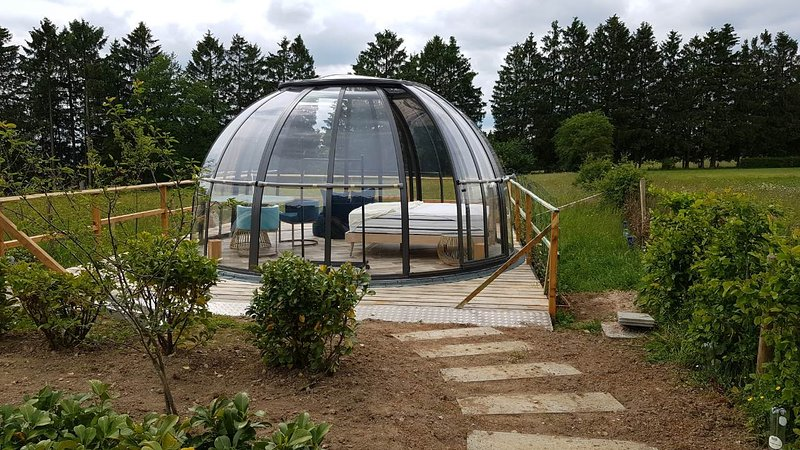 Logement insolite la bulle au bois dormant d'ovifat, casa vacanza a Ovifat