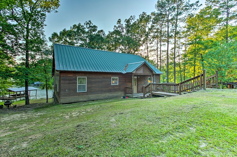Bring your whole family to this lovely Toledo Bend cabin!