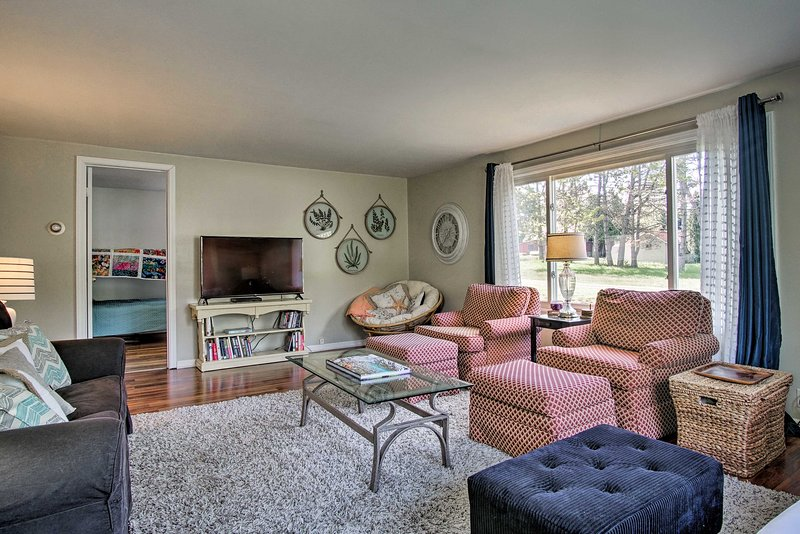 Scenic Ludington Home ~ 1 Mile to Lake Michigan, location de vacances à Ludington