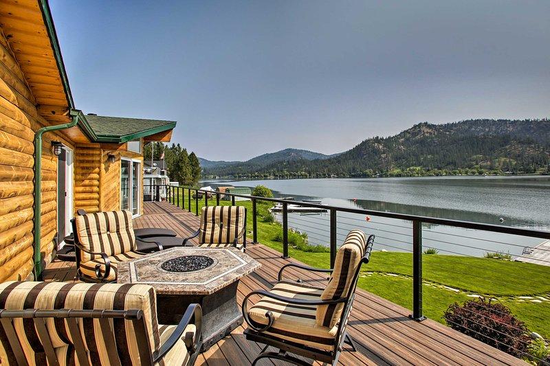 Updated Lakefront Home w/ Deck on Long Lake!, location de vacances à Tumtum