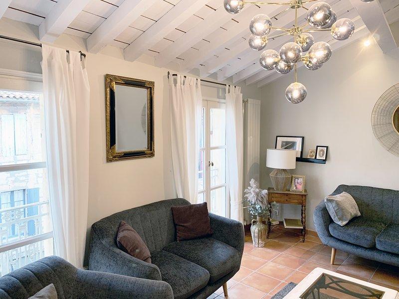 Wonderful 4 bedroom apartment in Arles historical centre, sleeps 7, aluguéis de temporada em Fourques