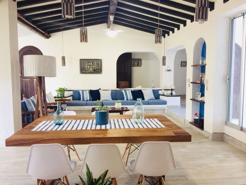 Beautiful modern house half block from the beach in the Santiago club, holiday rental in Manzanillo