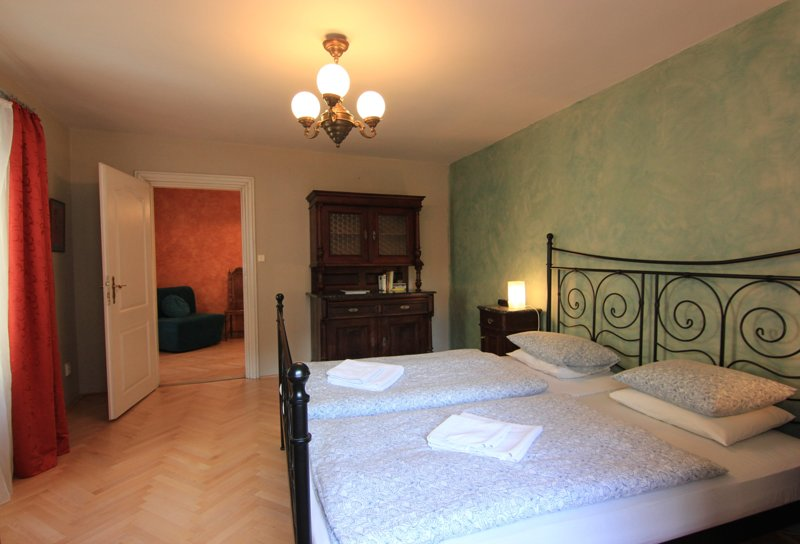 Cool historic apartment in Mala Strana, casa vacanza a Unhost