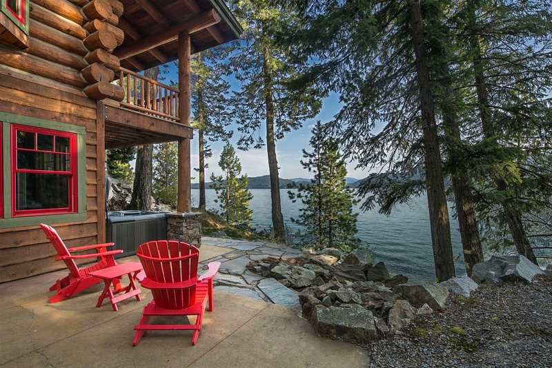 Kootenai Bay Lodge   Luxury, Gorgeous, Private Home - Beach, Dock, Boat Lift and, holiday rental in Ponderay