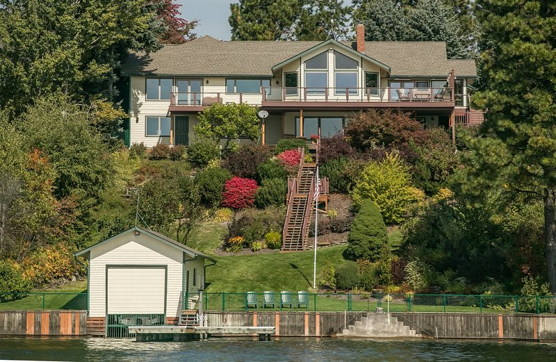 Eagle's View - Family Waterfront Home - 3 Miles to Sandpoint - Private Dock with, holiday rental in Ponderay