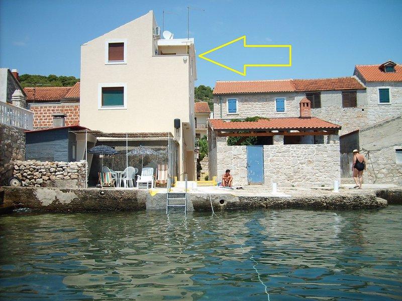 Prvic Luka Apartment Sleeps 3 - 5408588, vacation rental in Prvic Sepurine