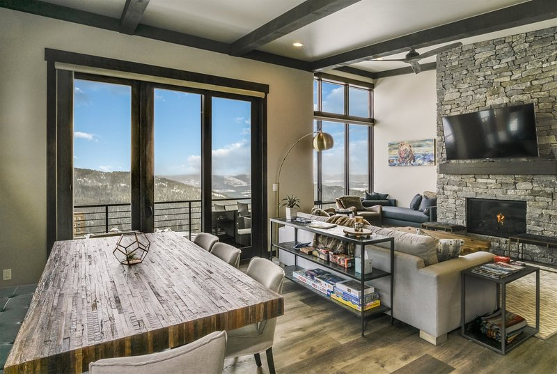 Schweitzer Luxury Ski in/out Townhome off Chair Lift, casa vacanza a Colburn