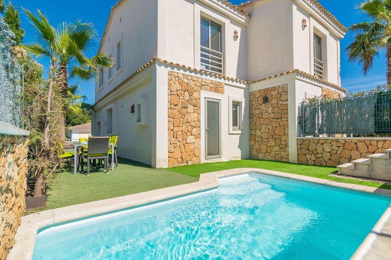 Casa Son Serra cerca del mar con piscina delantera, holiday rental in Son Serra de Marina